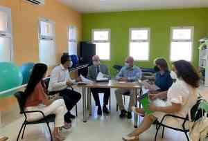 El Gobierno regional está dispuesto a apoyar nuevos proyectos para inserción laboral de la asociación A tu lado de Villarrubia de los Ojos