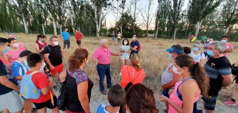 """Más de 90 personas disfrutaron de la ruta de senderismo """"Historias y secretos del río Cigüela"""" de Villarrubia de los Ojos"""